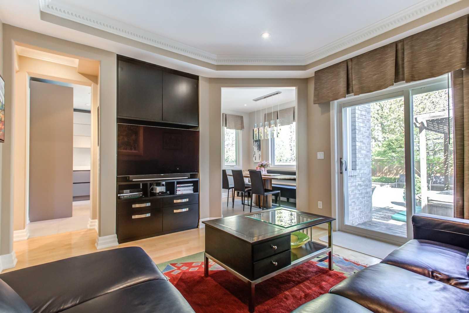 52 Elmwood Ave, Toronto C4465916