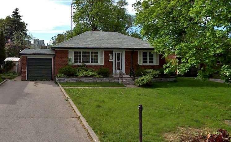 130 Upper Canada Dr, Toronto C4481545