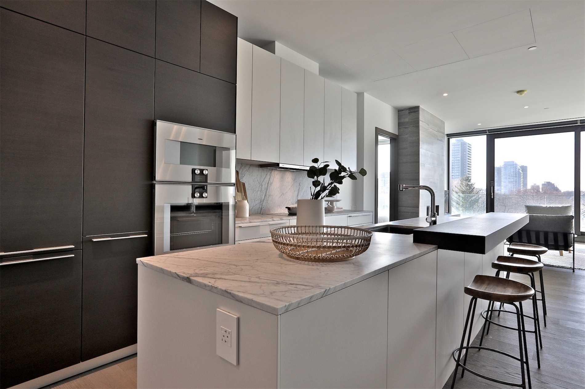 #404 - 1 Roxborough St E, Toronto C4645928
