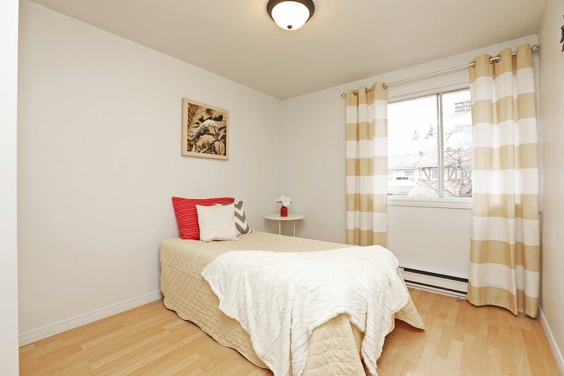6 Cliff Fern Way, Toronto C4661289