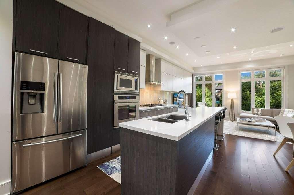 298 Manor Rd E, Toronto C4670452