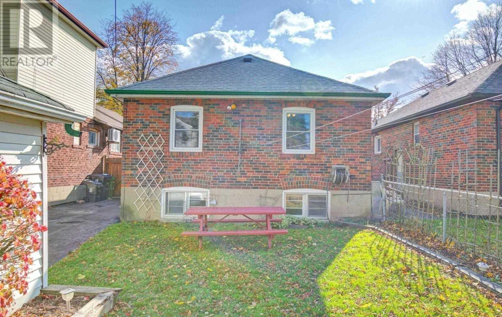 724 Eglinton Ave E, Toronto C4692271