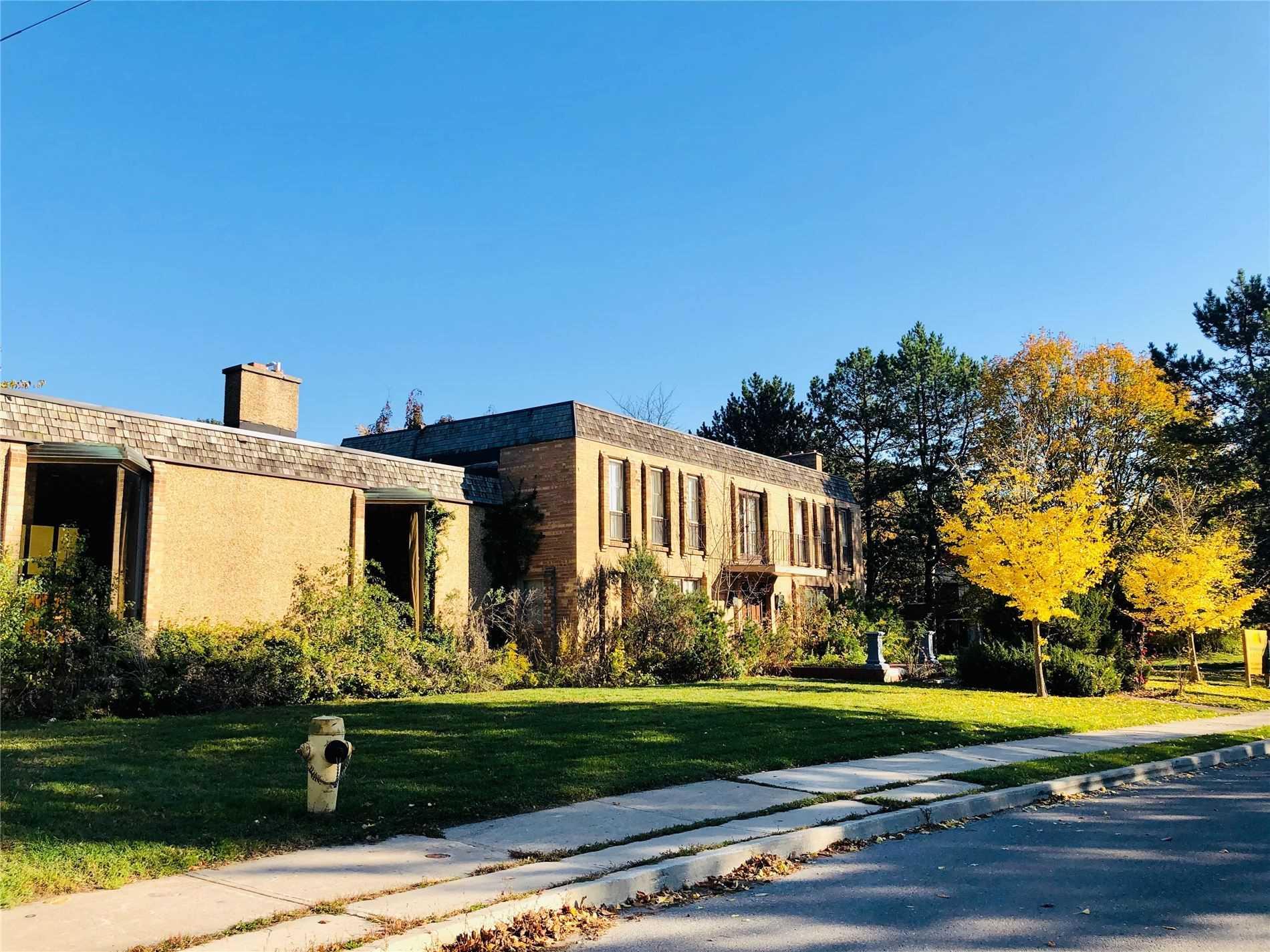 2 Shady Oaks Cres, Toronto, M3C2L5