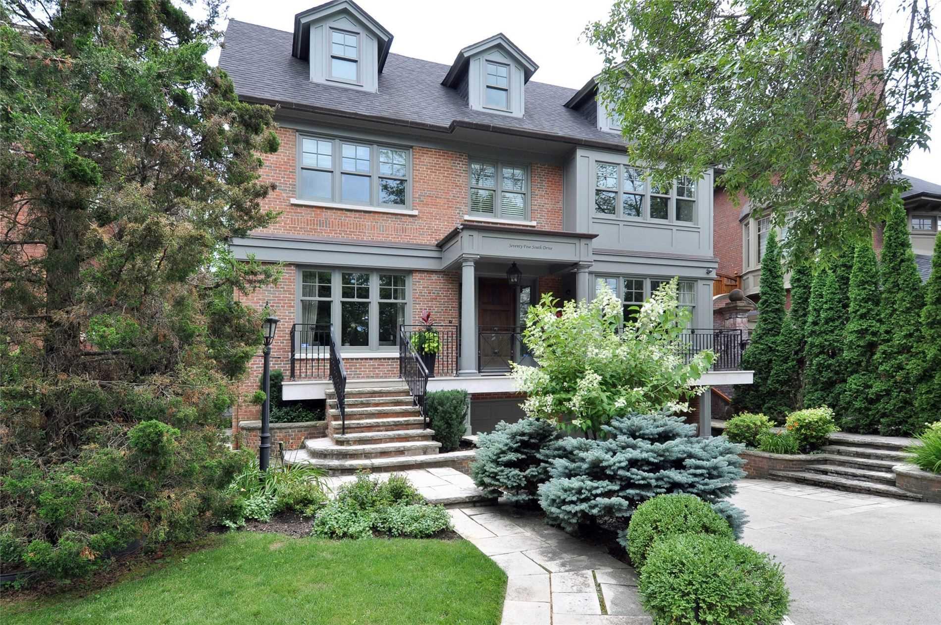 75 South Dr, Toronto, M4W 1R4
