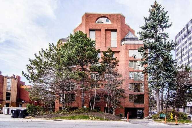 401 - 2 Lynwood Ave, Toronto, M4V 1K2