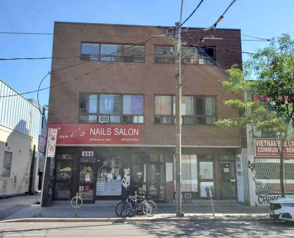 861 Dundas St W, Toronto, M6J1V6