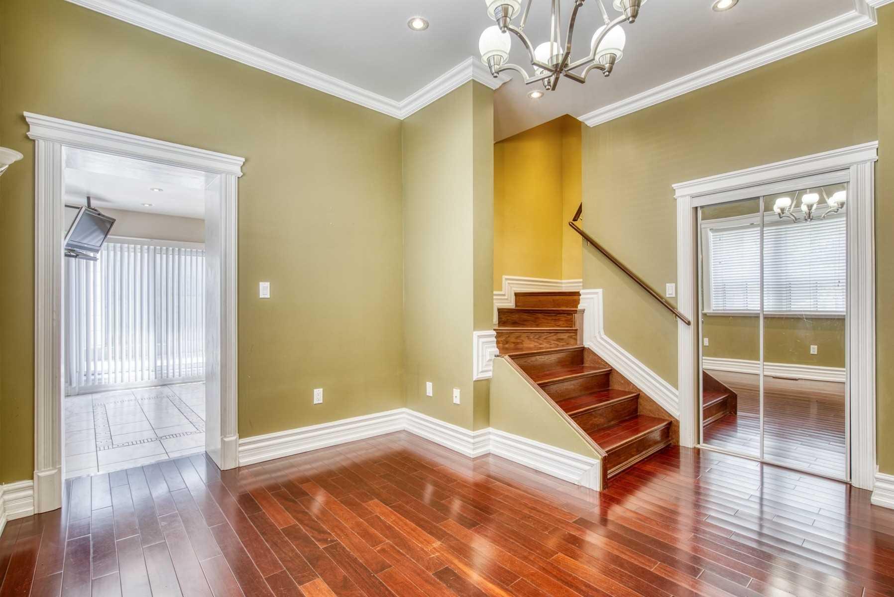 370 Rhodes Ave, Toronto E4458973