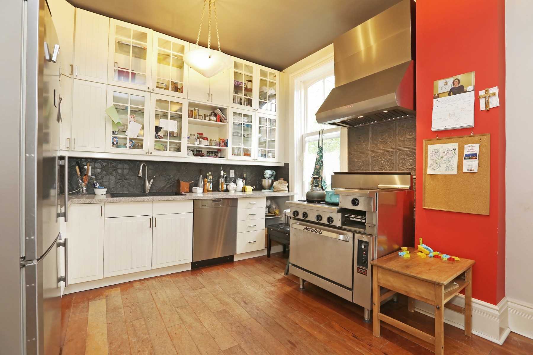 59 Bowden St, Toronto E4535841