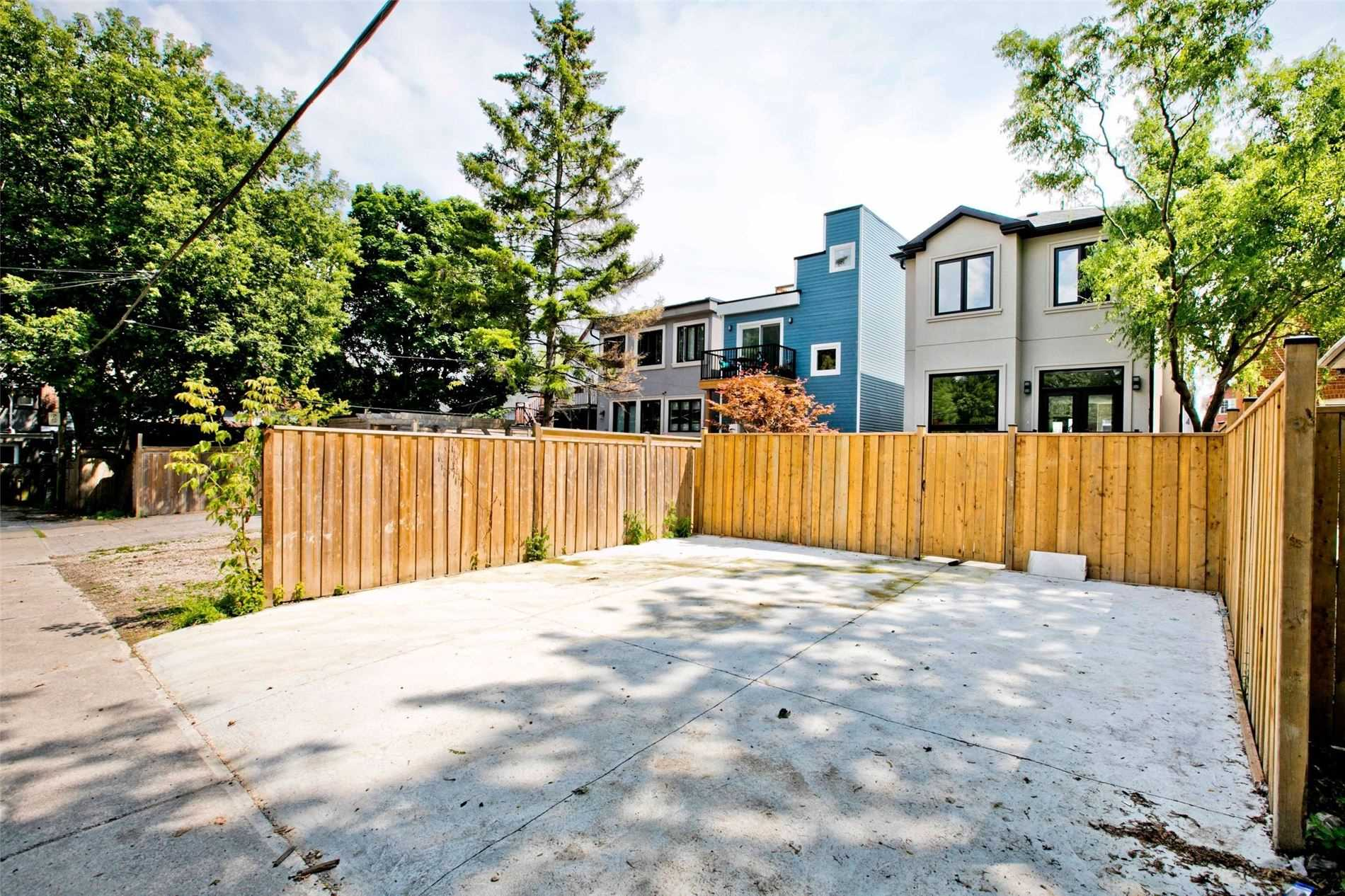 1566 Dundas St E, Toronto E4545227
