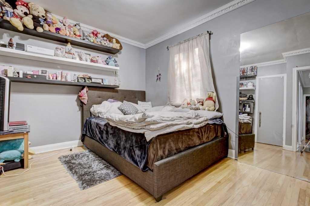 1360 Pharmacy Ave, Toronto E4556838