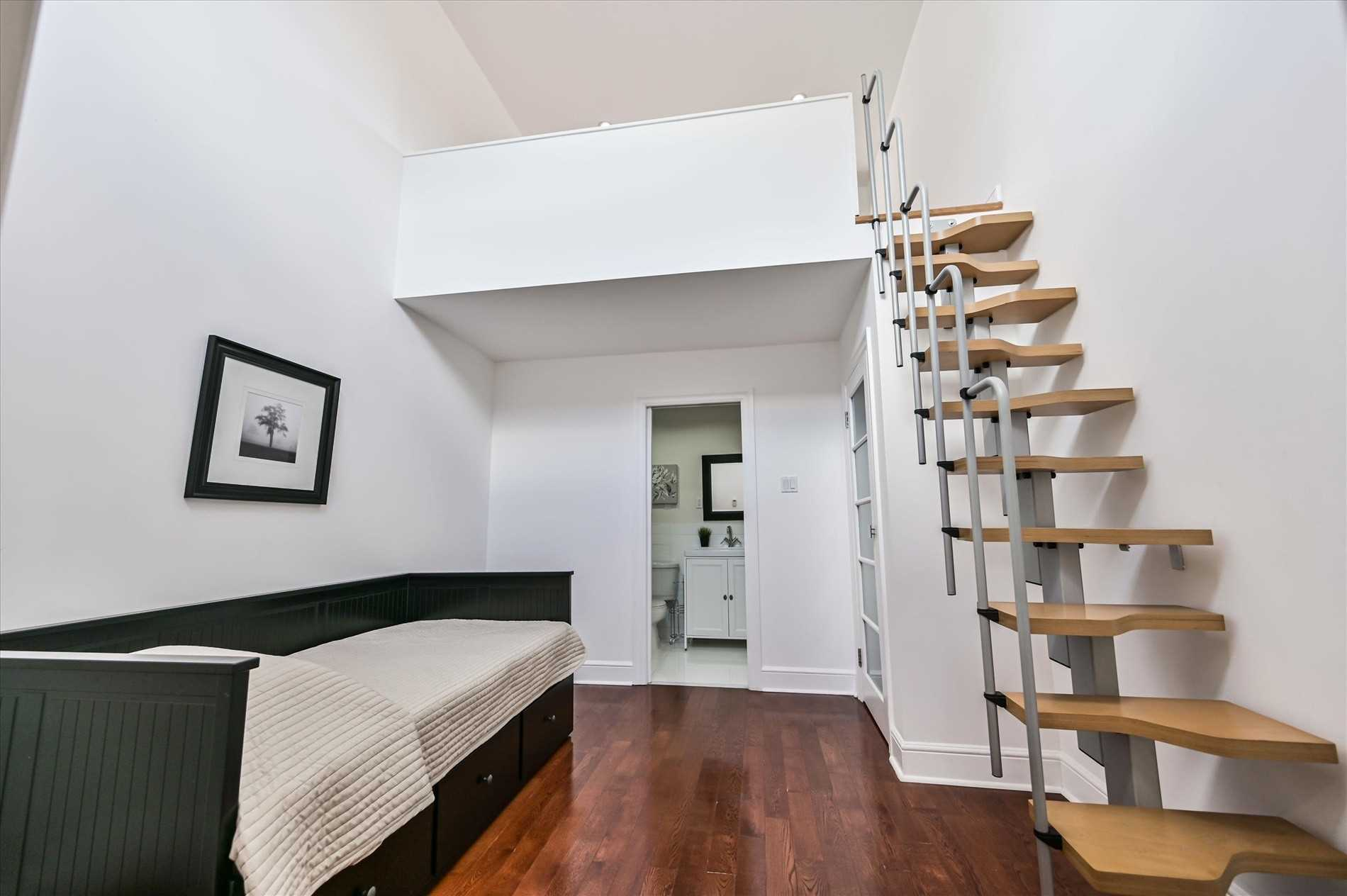 1611 Woodbine Heights Blvd, Toronto E4564880