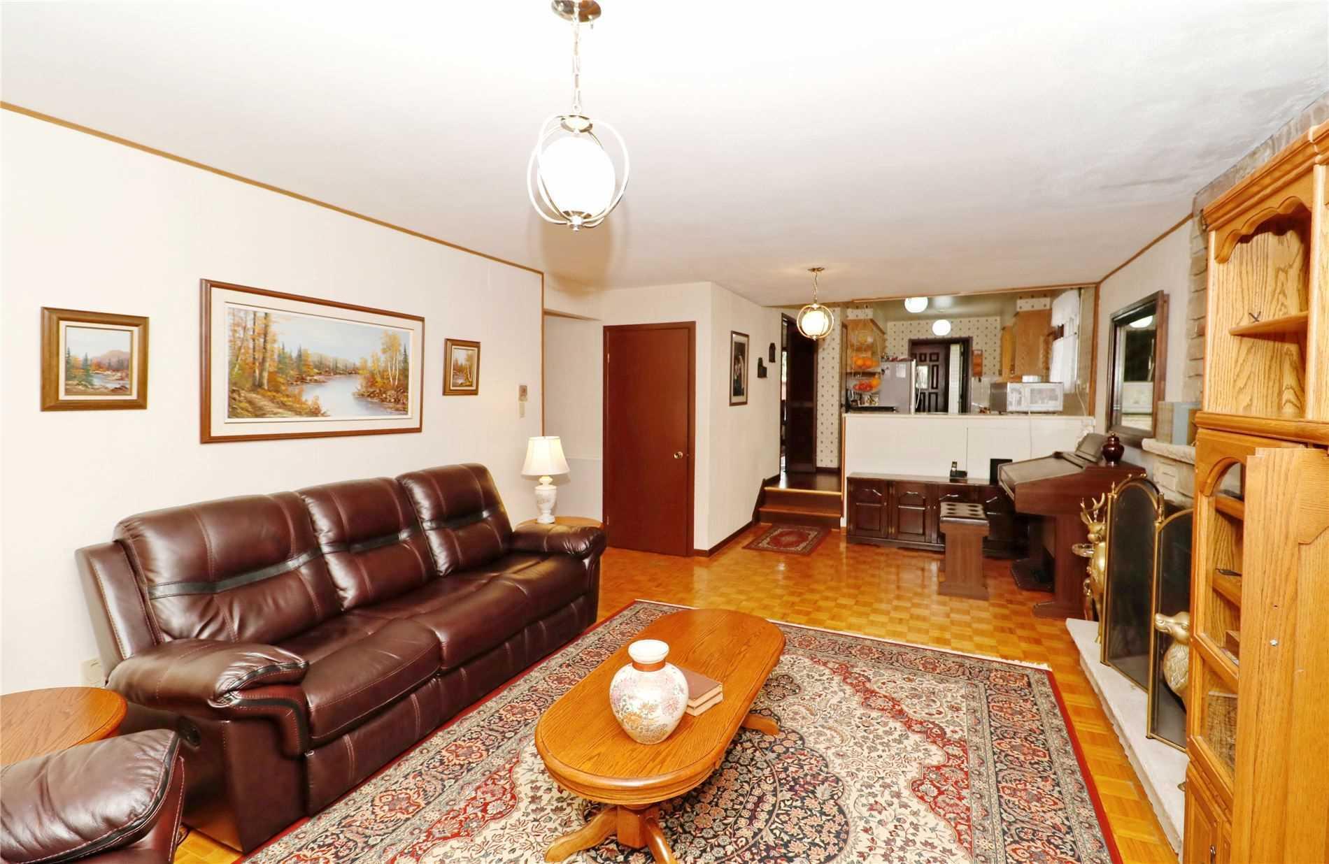8 Dearham Wood, Toronto E4566271