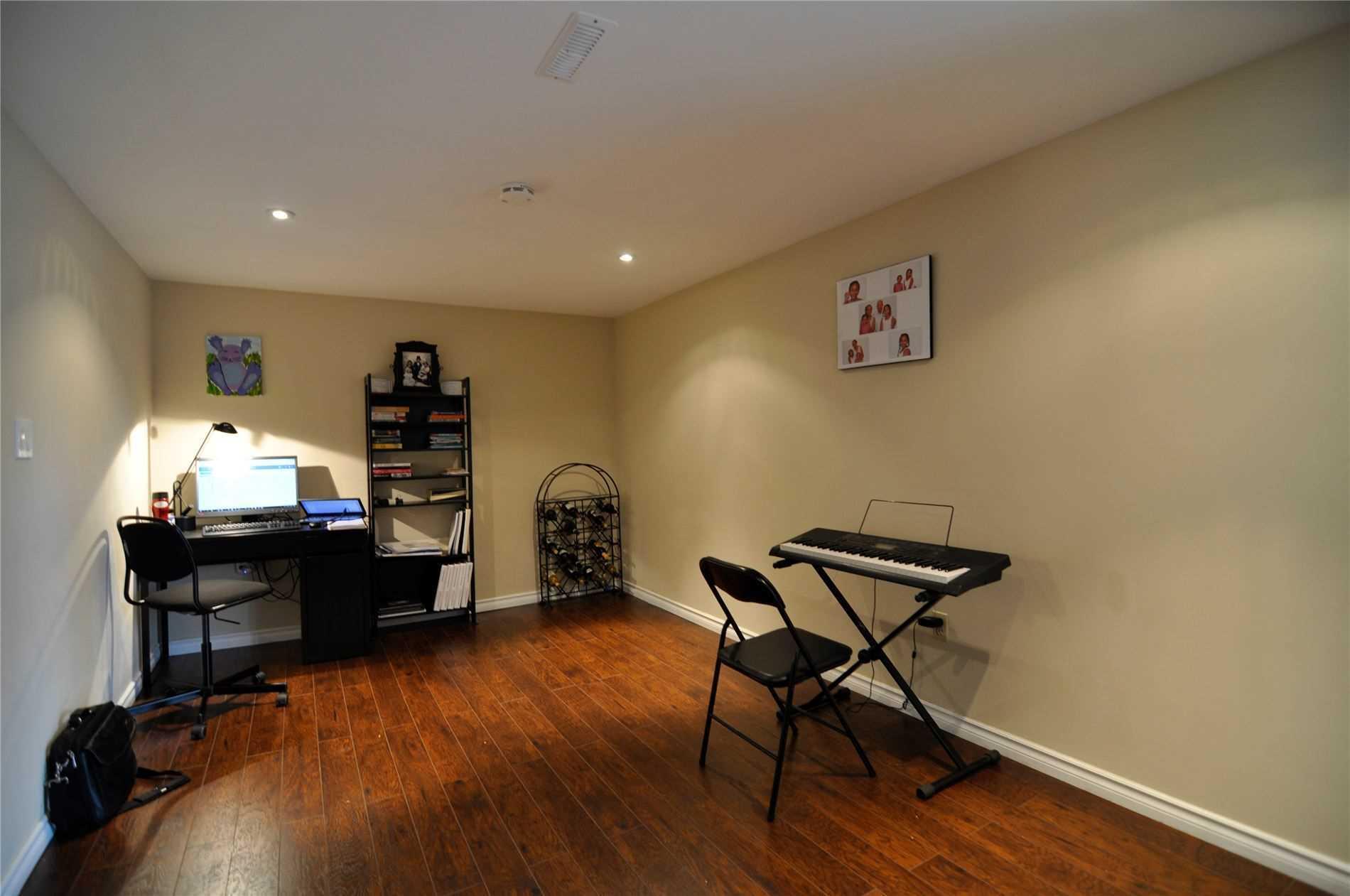 134 Beaverbrook Crt, Toronto E4569010