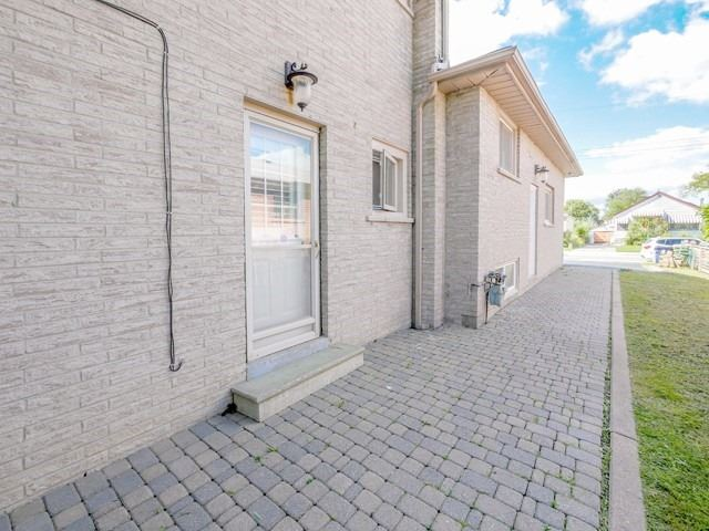 55 Commonwealth Ave, Toronto E4569170