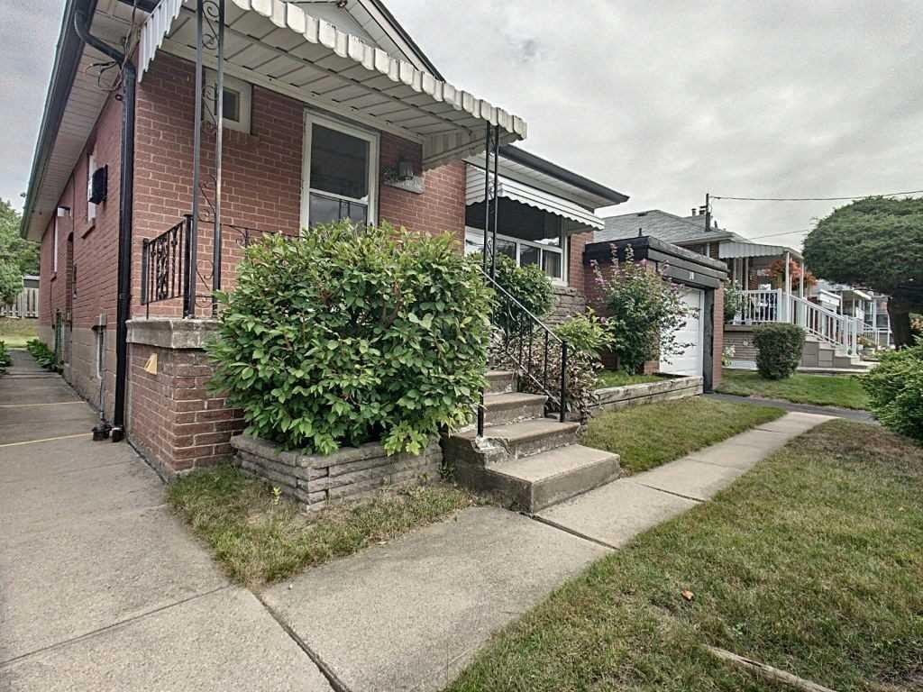 10 Edge Park Ave, Toronto E4572433