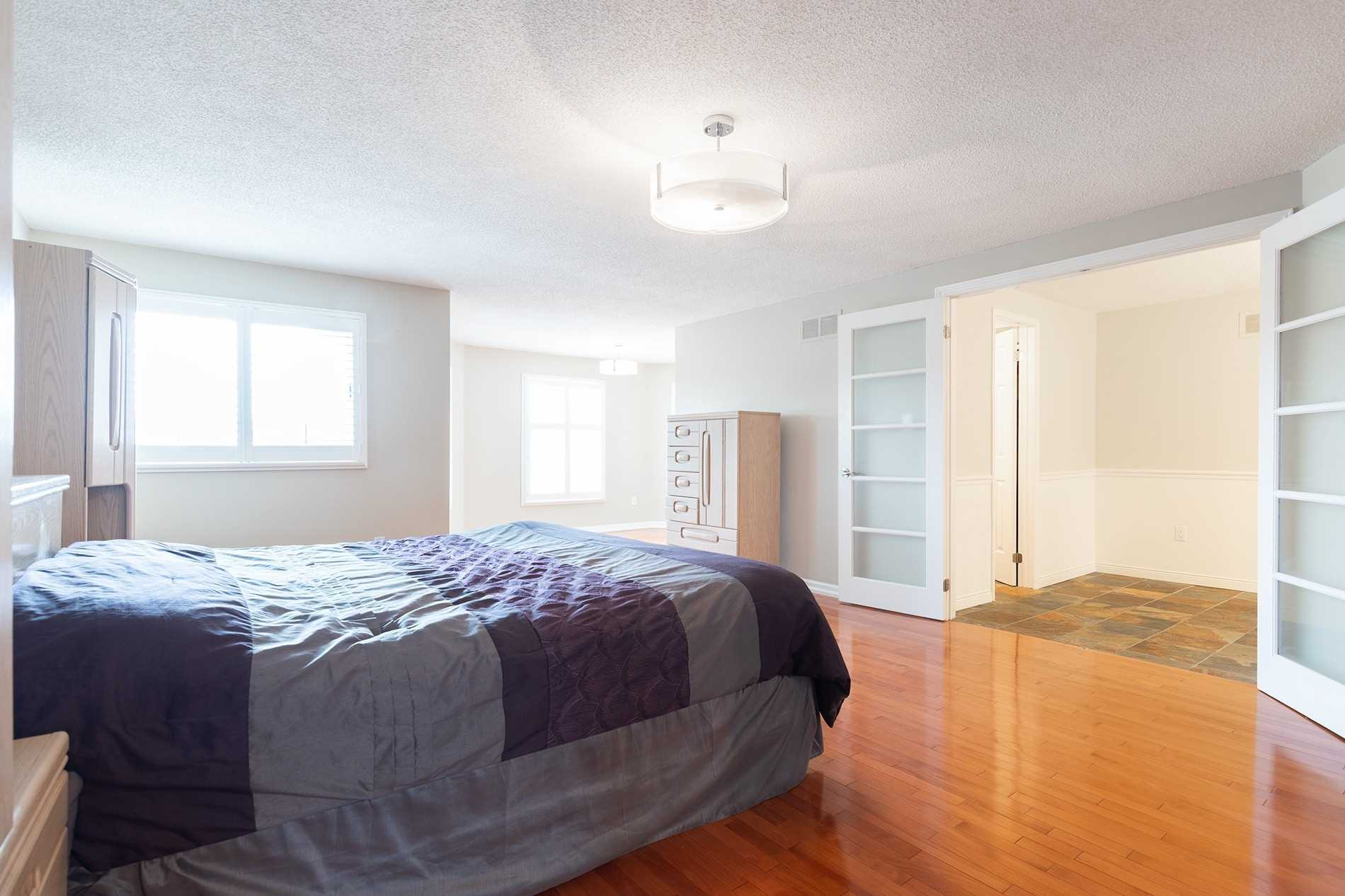 210 Hoover Dr, Pickering E4578017