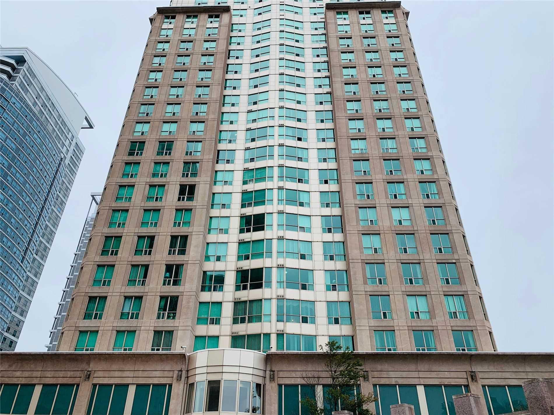 #1011 - 8 Lee Centre Dr, Toronto E4598129