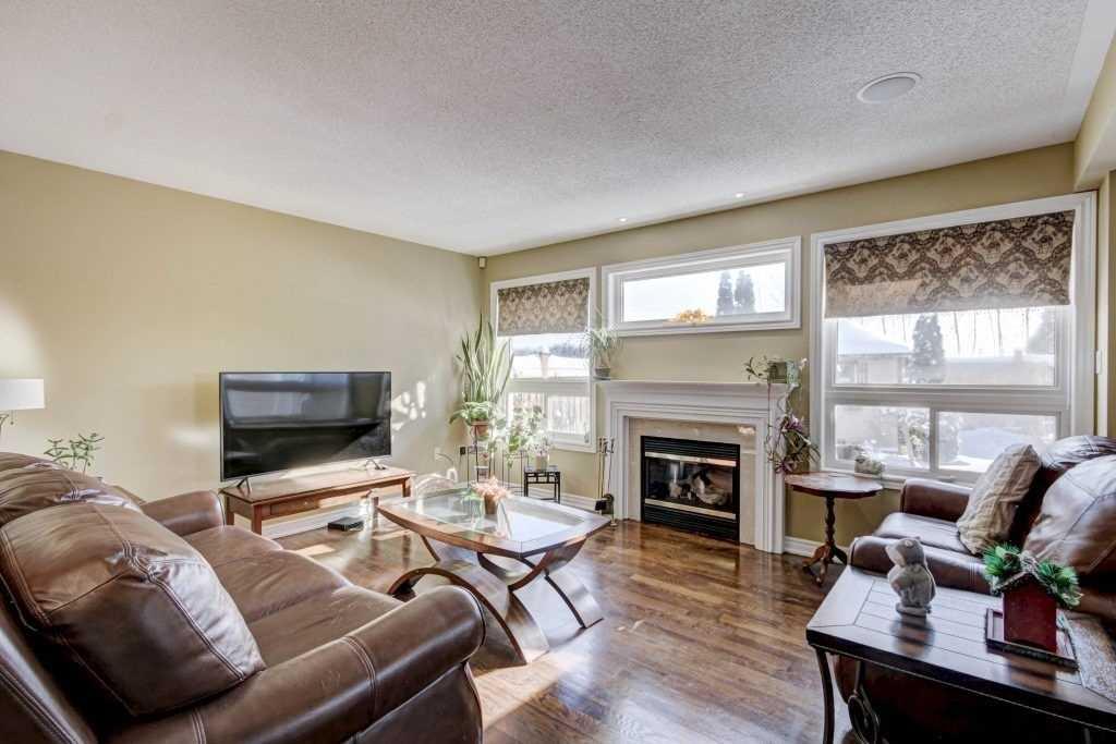 3 Darren Ave, Whitby E4643721