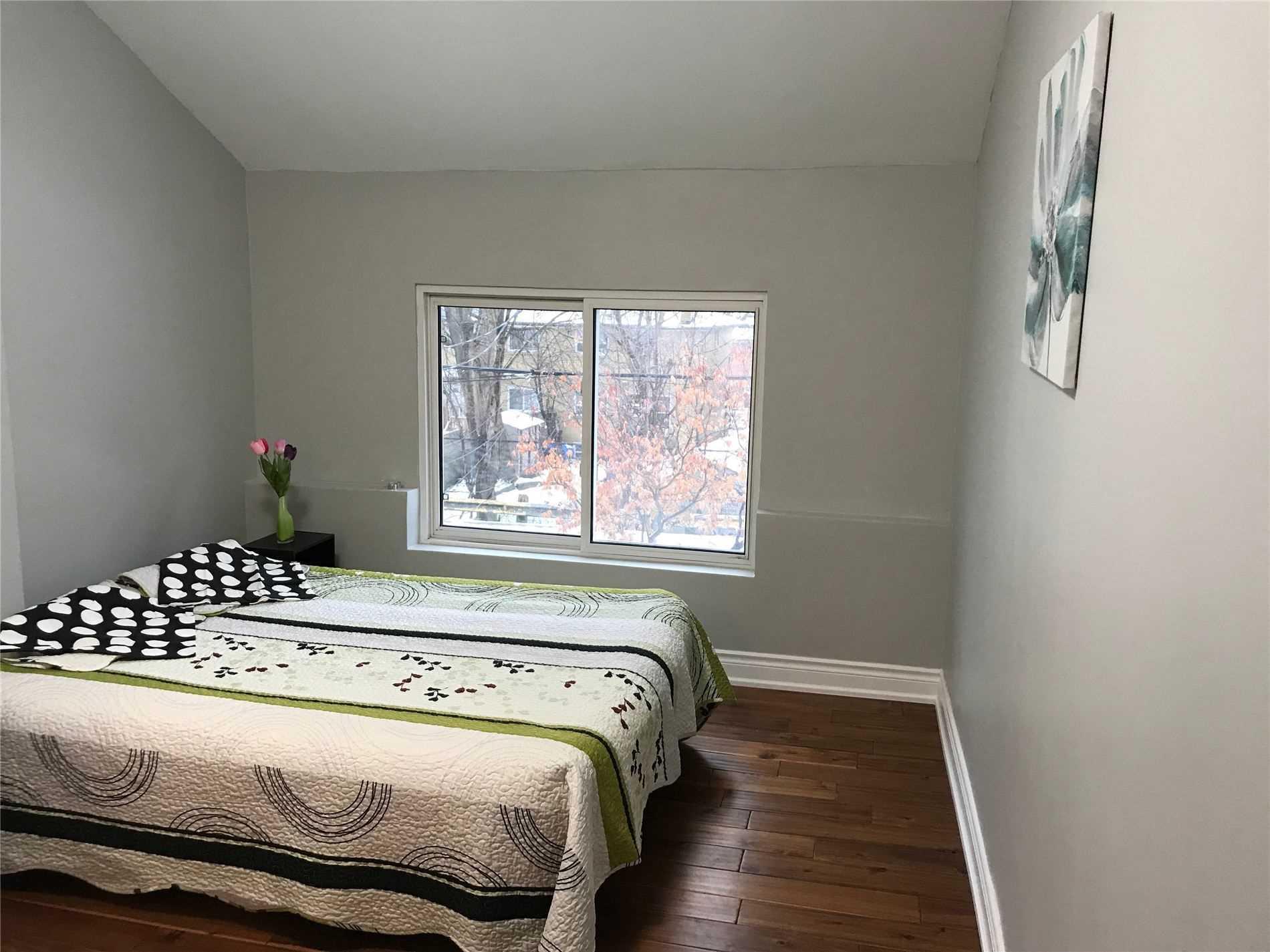 827 Craven Rd, Toronto E4687305