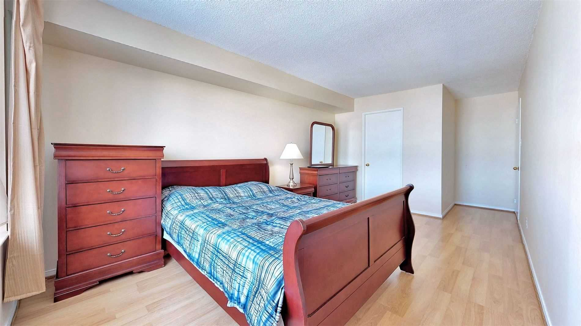 #1415 - 330 Mccowan Rd, Toronto E4688938