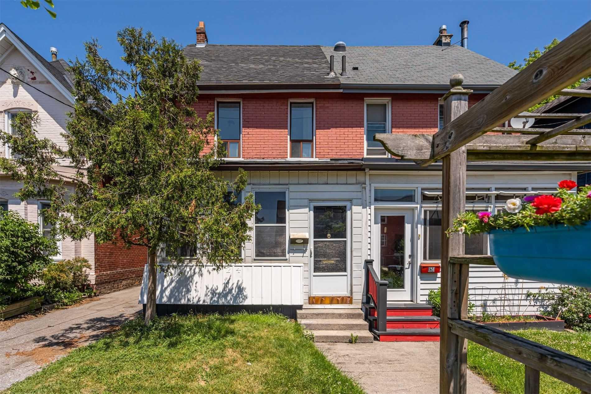 124 Stephenson Ave, Toronto, M4C1G4