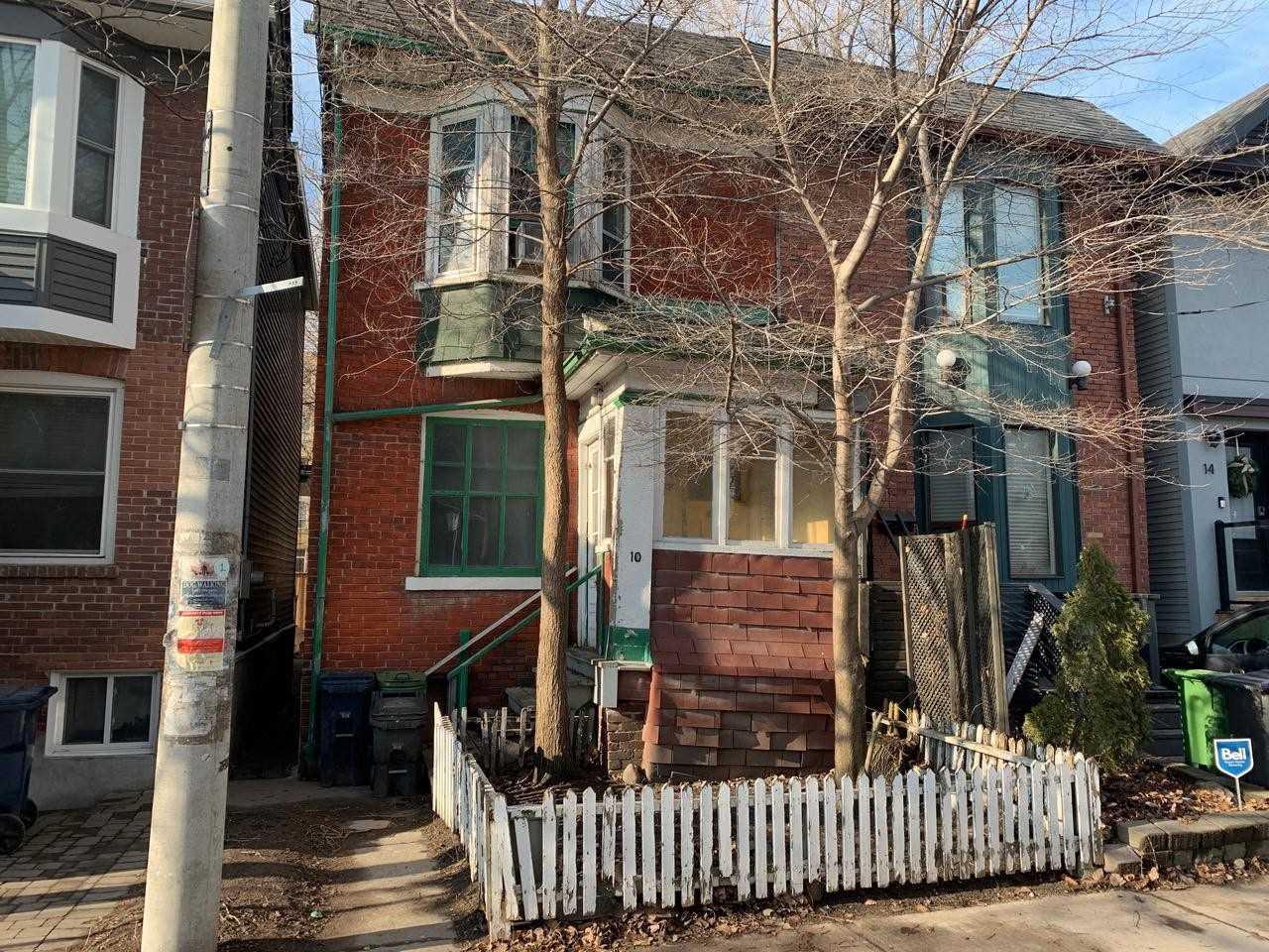 10 Winnifred Ave, Toronto, M4M2X3