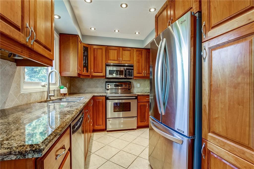 2042 WINDY OAKS Drive, Burlington H4063872