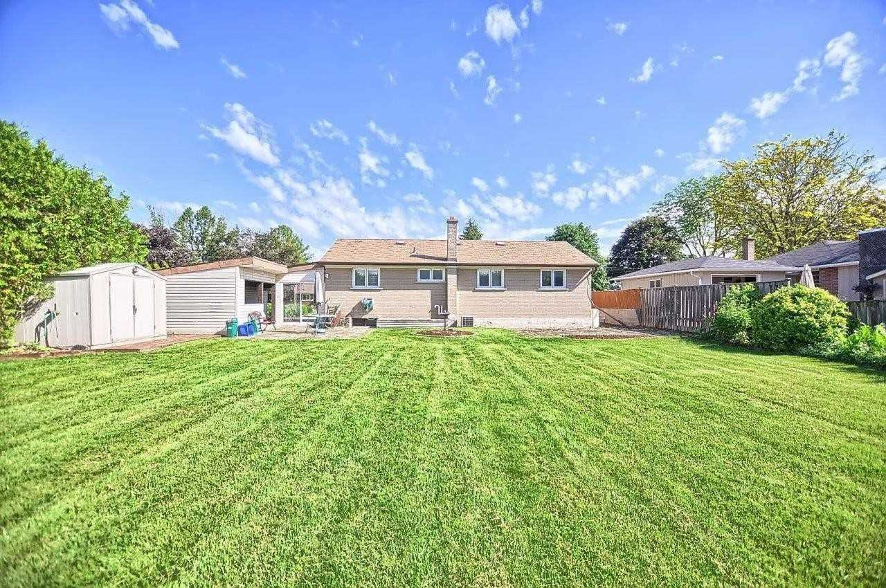 61 May Ave, East Gwillimbury N4576856