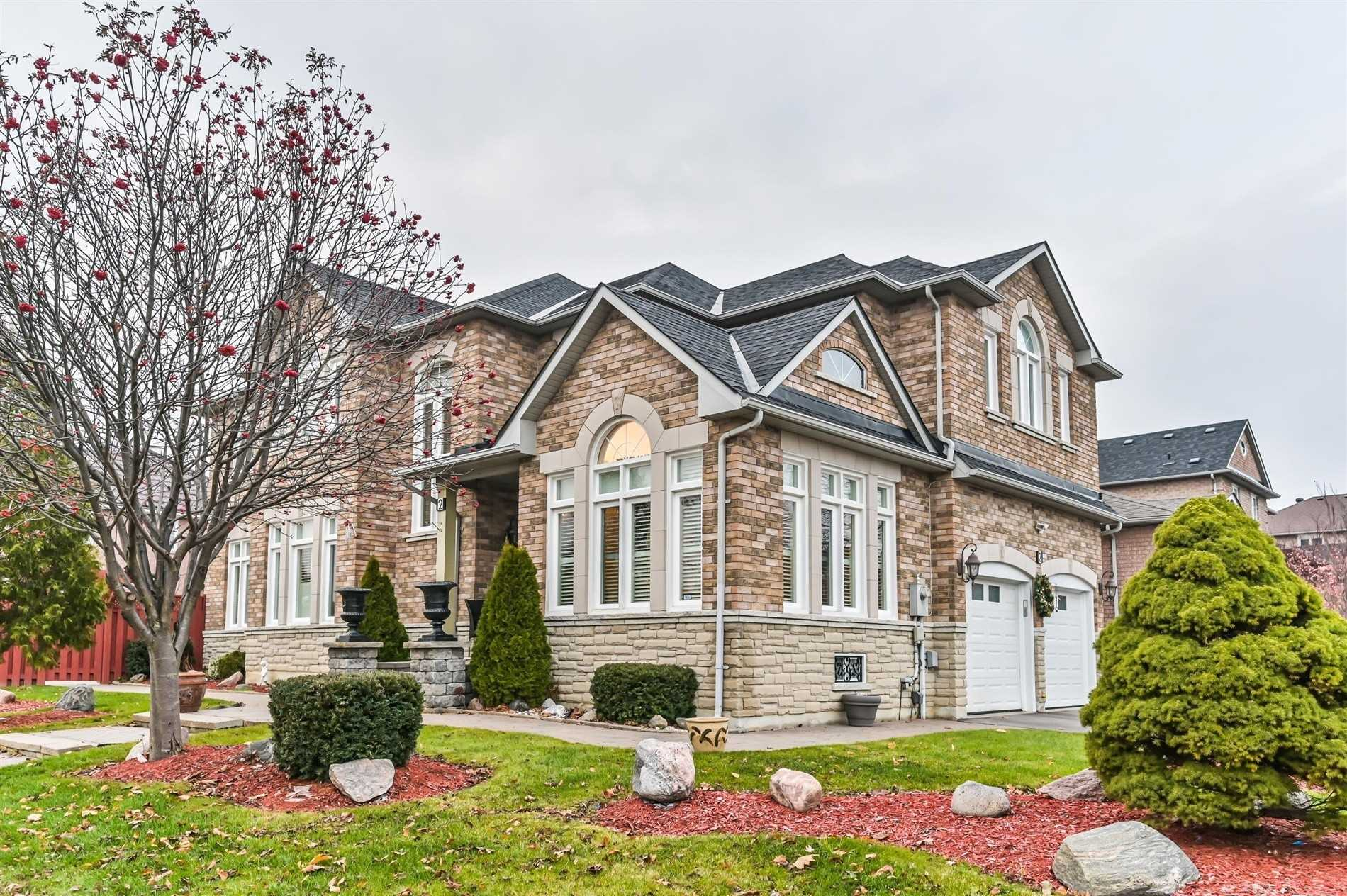 2 Dunblane Ave, Vaughan, L6A2N9
