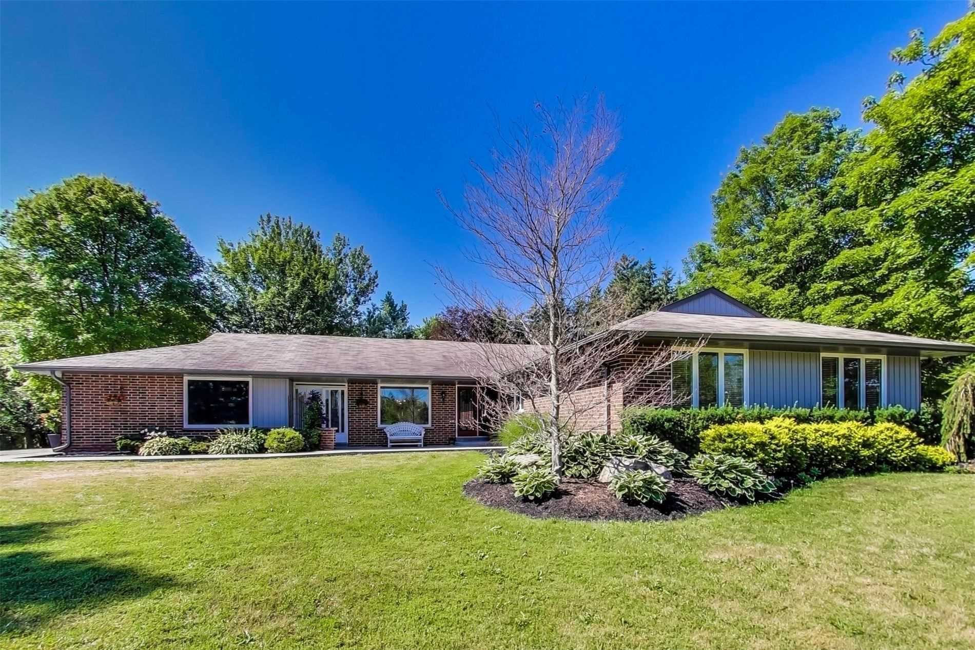 2066-innisfil-heights-cres