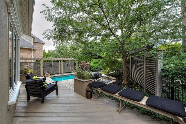 477 BERKLEY Court, Oakville 30710926