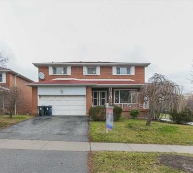 3 Laureleaf Rd S, Toronto C3384311