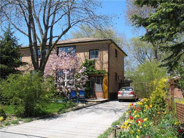 106 Overland Dr, Toronto C4028010