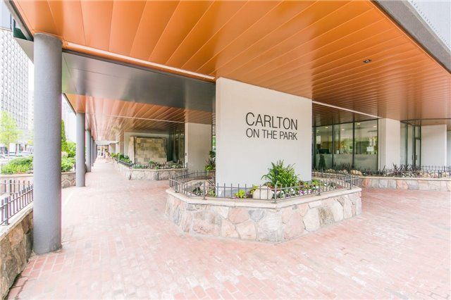 1106-130-carlton-st-e
