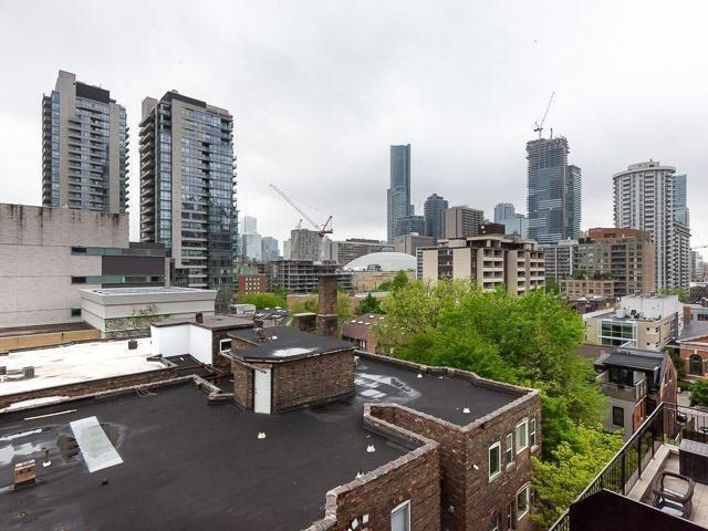 #703 - 135 Maitland St, Toronto C4246345