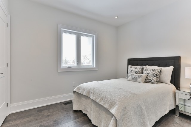 56 St Hubert Ave, Toronto E4013837
