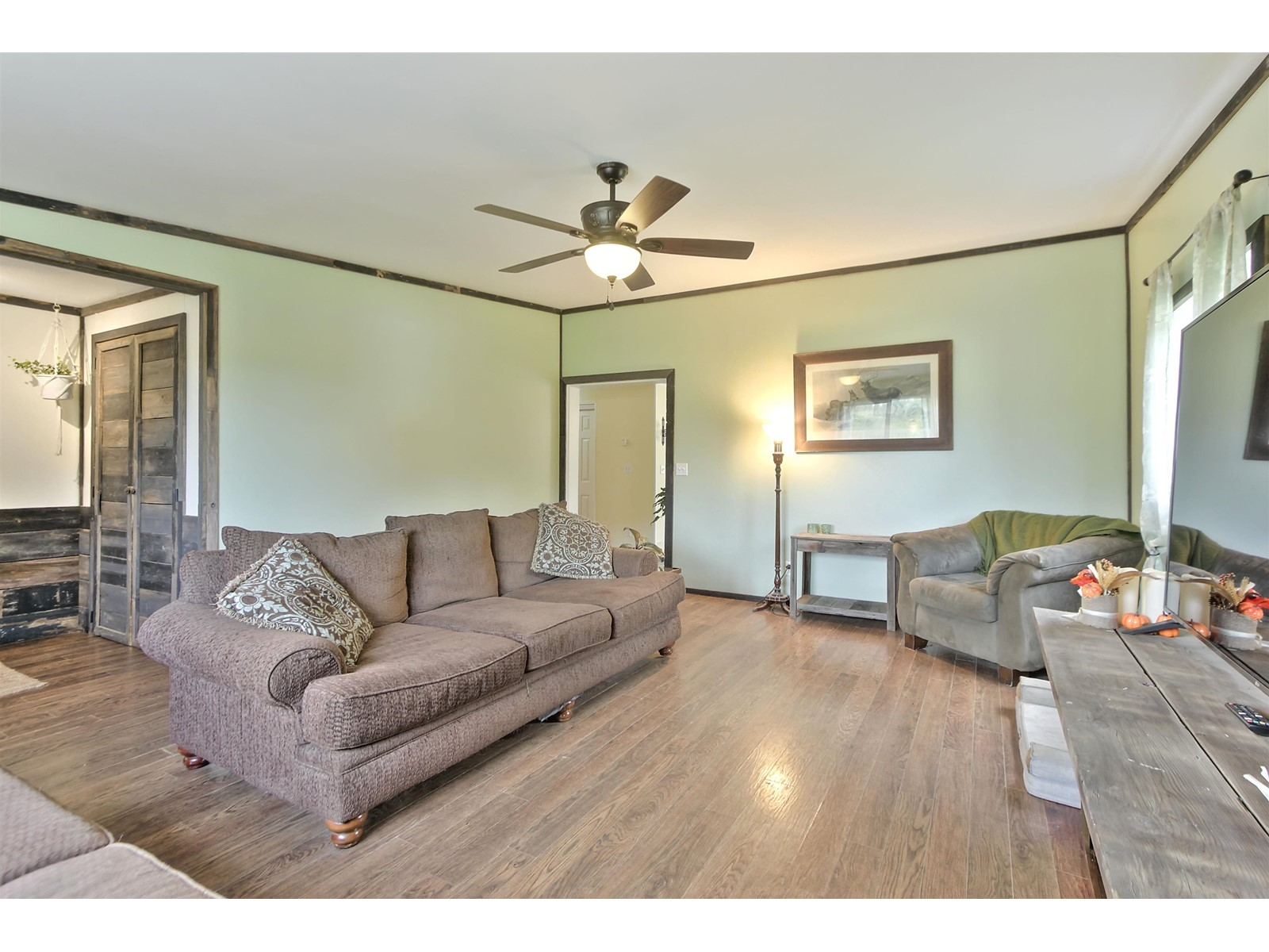 1549 Dundas St E, Whitby E4263487