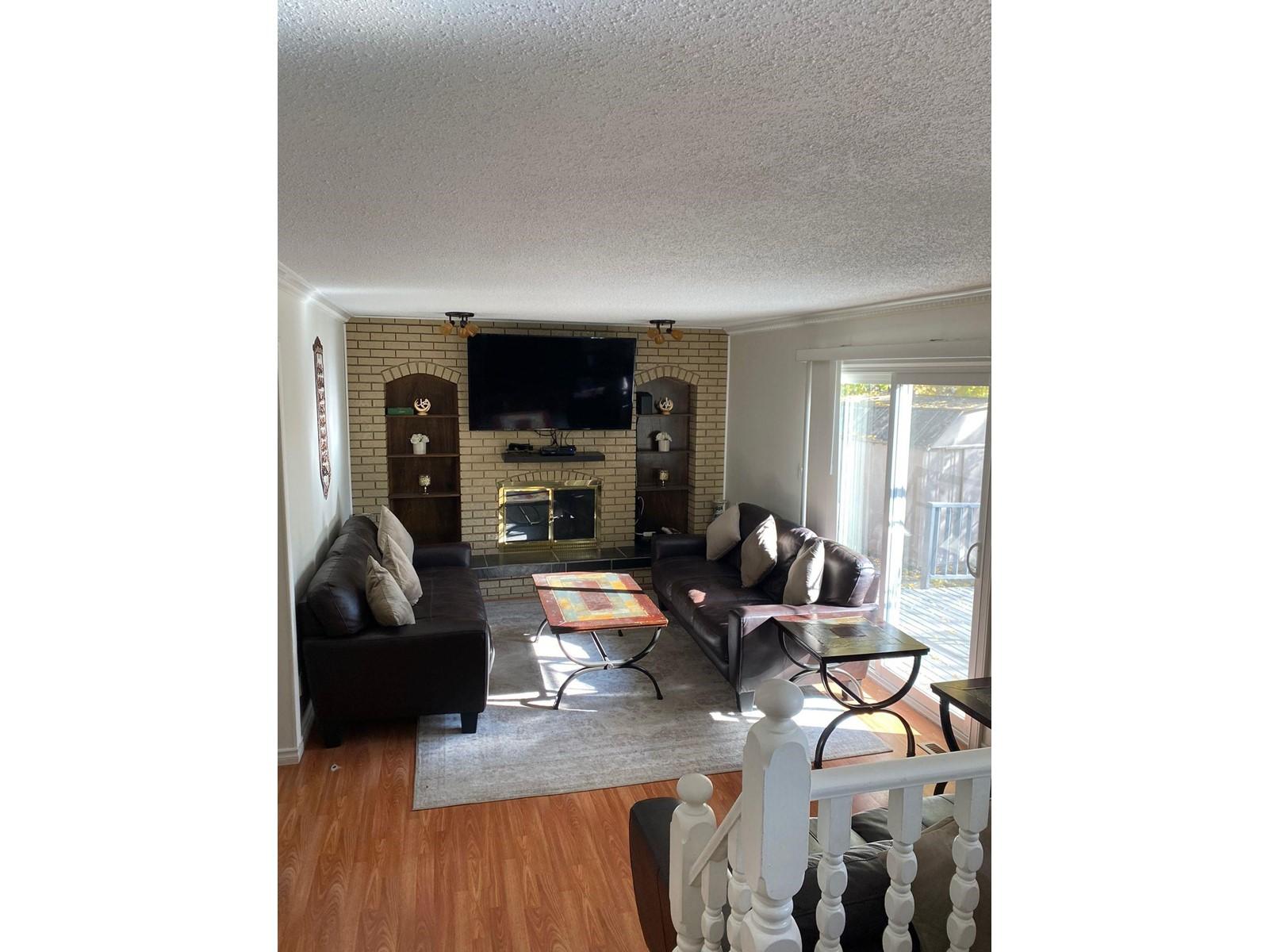 842 Kennedy Rd, Toronto E4263491