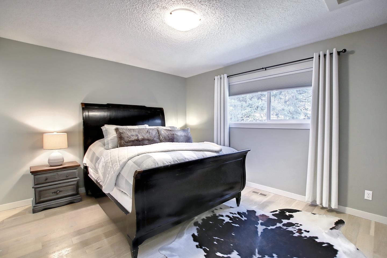 1 Moss St, Toronto E4266578