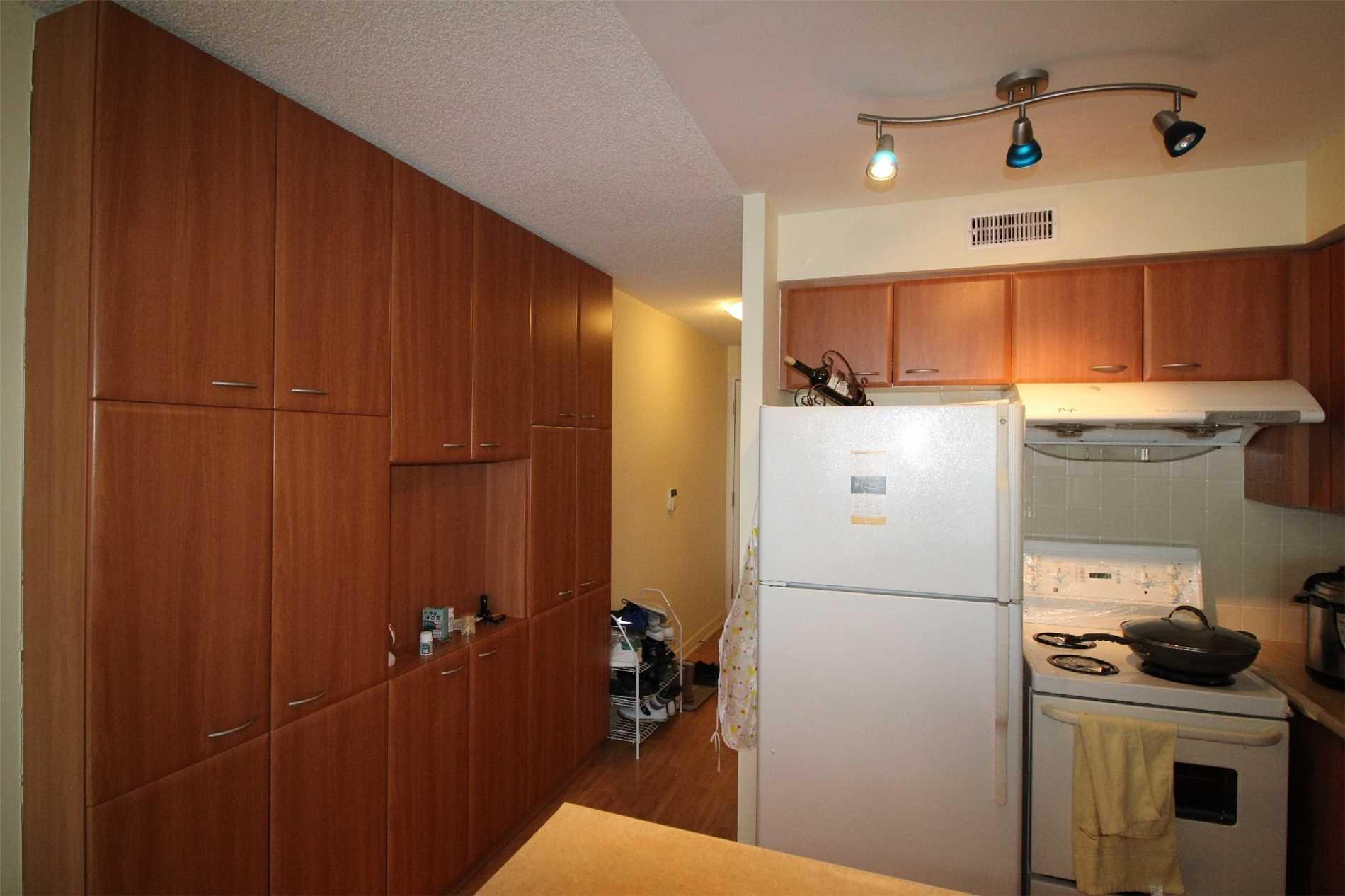 #2701 - 38 Lee Centre Dr, Toronto E4390115