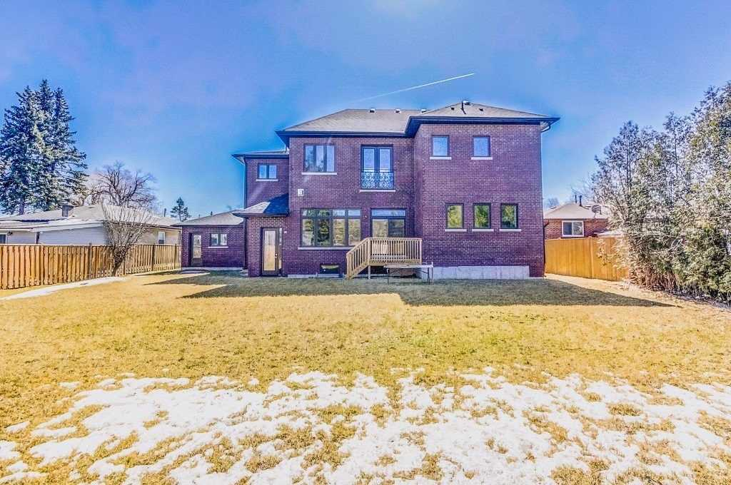 174 Twyn Rivers Dr, Pickering E4400786