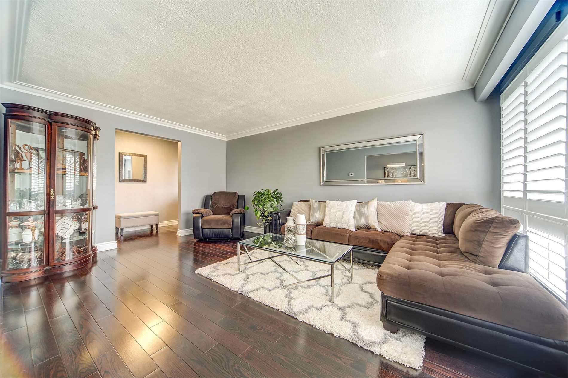 67 Lynvalley Cres, Toronto E4404212