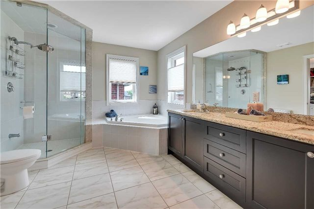 722 Peter Hall Dr, Newmarket N3934659