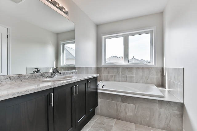 26 Spofford Dr, Whitchurch-Stouffville N4124849
