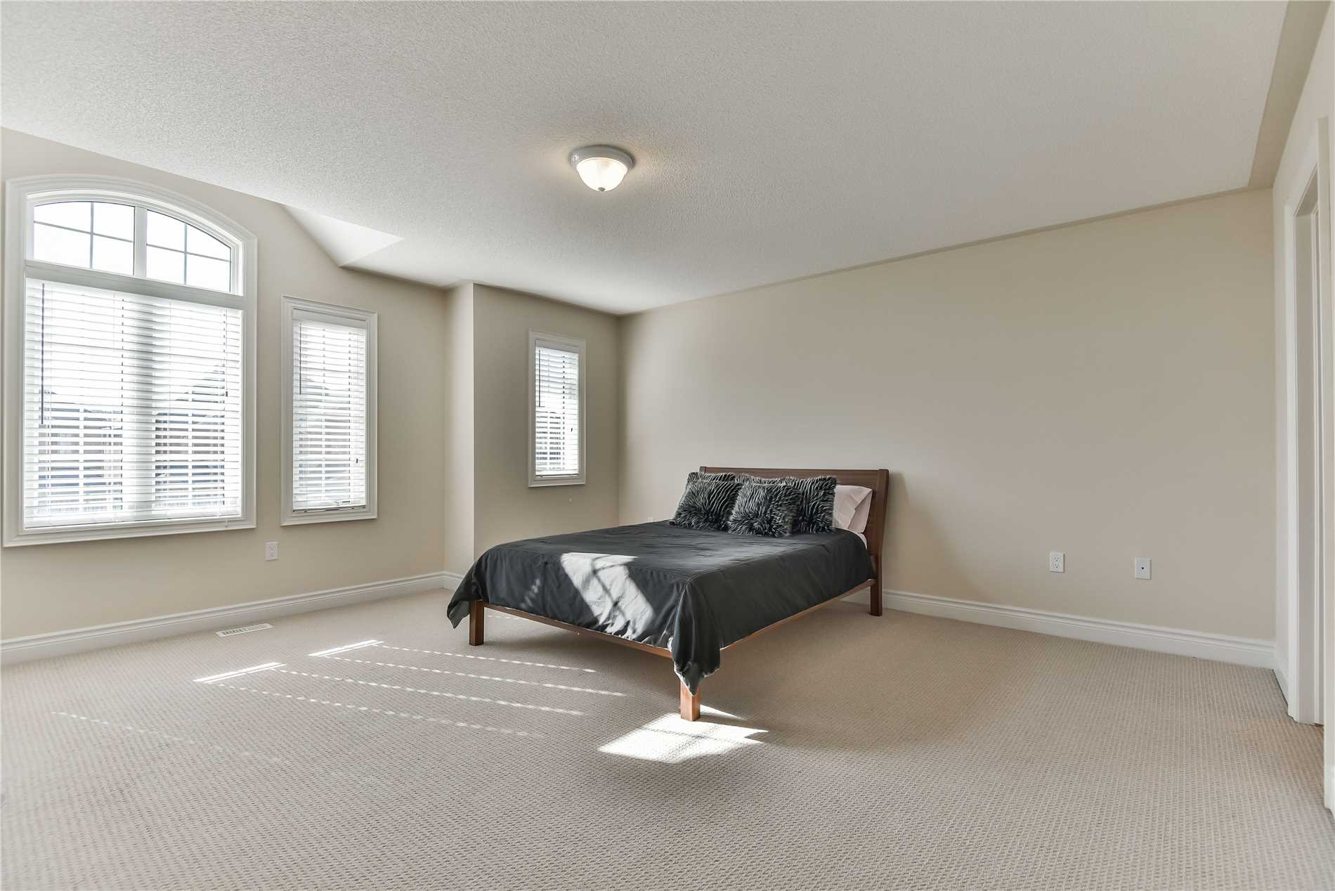 703 Emily Grve, Newmarket N4393229