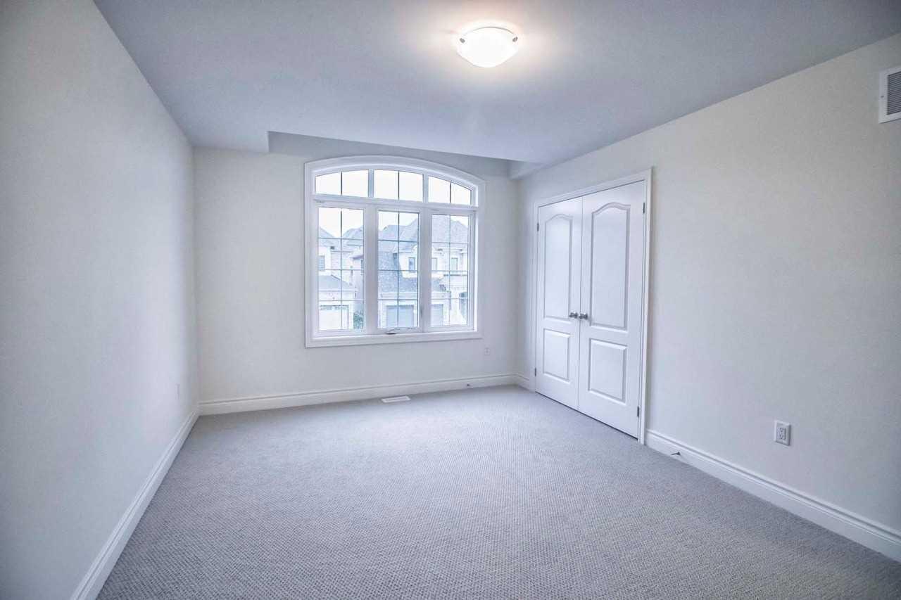 11 Beebalm Lane, East Gwillimbury N4412264