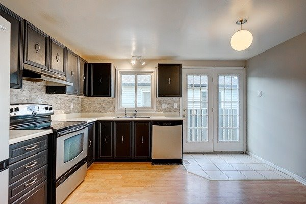 28 Hickling Tr, Barrie S4243671