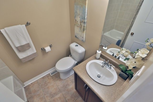 #6 - 3339 Council Ring Rd, Mississauga W3799110