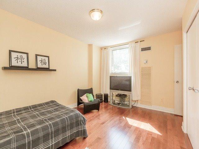 #311 - 240 Scarlett Rd, Toronto W3937172
