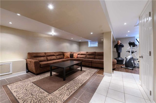 819 North Service Rd, Mississauga W4017067